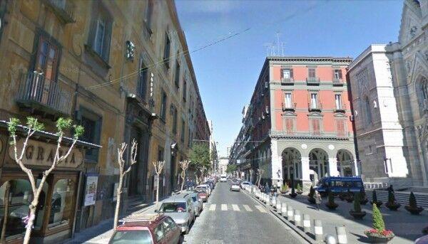 Napoli: cingalese aggredito e rapinato per un cellulare da poche decine di euro