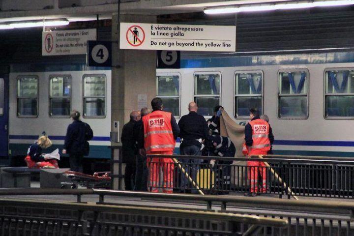 Dramma in Circumvesuviana, uomo muore mentre attende il treno