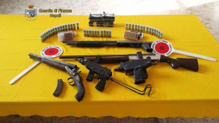 Scoperto deposito di armi della camorra, arrestato il custode dell'arsenale