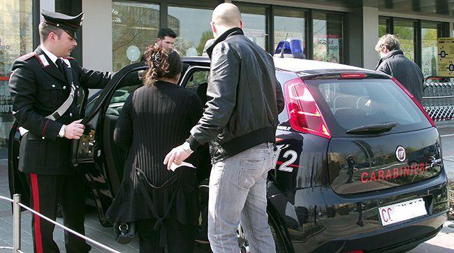 Villaricca, coppia alla posta con documenti falsi per ottenere postepay. Due arresti