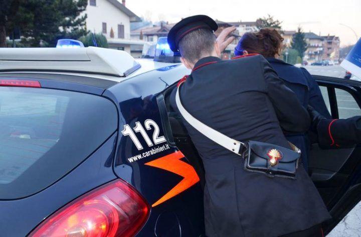 Villaricca, i carabinieri scoprono casa del sesso. In manette una 56enne