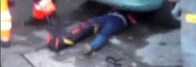 Napoli, auto pirata sulla folla in via Marina. Un morto e due feriti