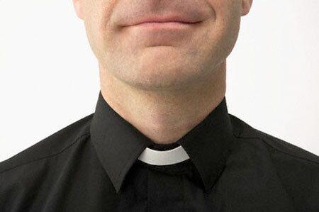 """Napoli. """"Festini gay a pagamento"""", sacerdote sotto accusa"""