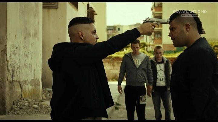 Napoli, il nuovo gioco delle baby-gang: pistola in faccia ai passanti