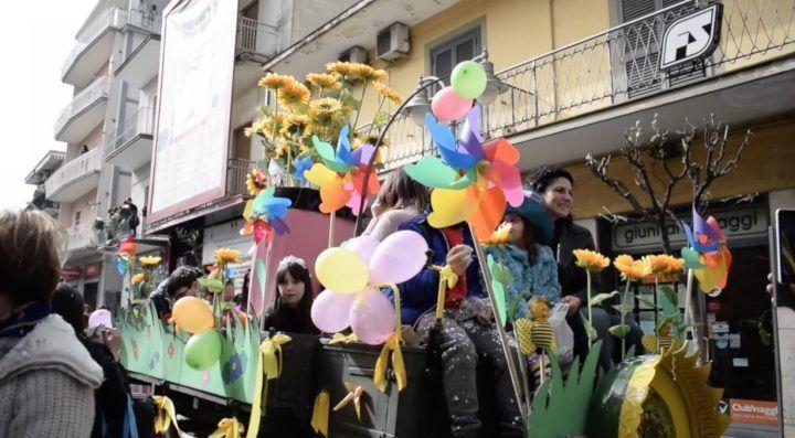 Giugliano, sfilata di carnevale nel centro storico