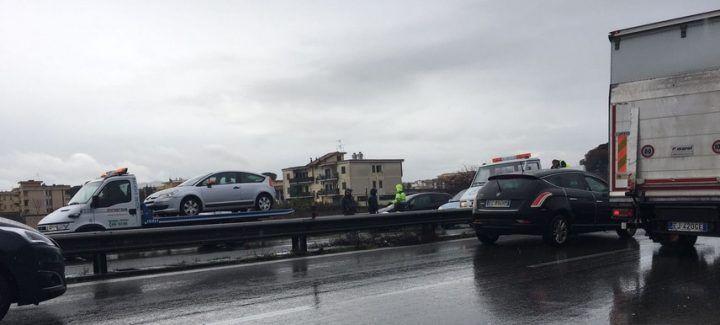 Asse mediano, incidente all'altezza dell'uscita Aversa-Melito: traffico in tilt