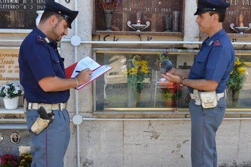 Napoli, prova a rubare tetto al cimitero di Poggioreale: arrestato