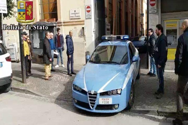 """Pompei, titolare di """"Caveaut 127"""" picchiato con mazze e bottiglie: 3 arresti"""