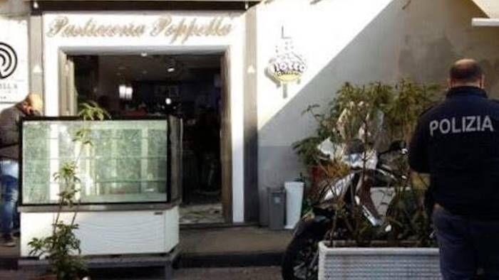"""Napoli, spari contro la vetrina della pasticceria """"Poppella"""""""