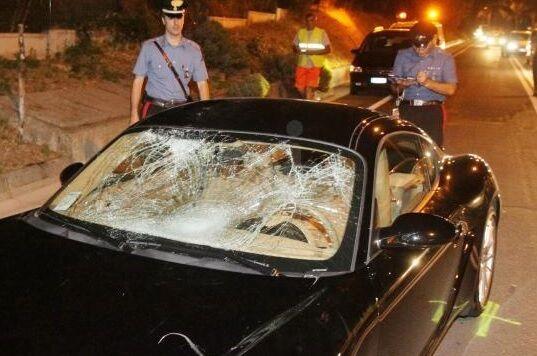 Mugnano, incidente sul doppio senso: Porsche fuori strada