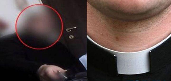 """Scafati, sesso gay e filmini hard: prete """"scomunicato"""" dalla Diocesi"""
