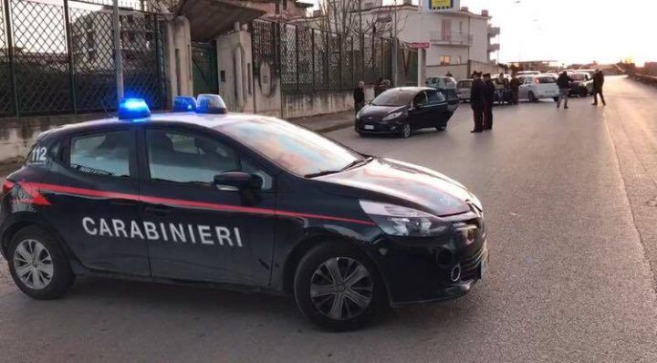 Sant'Antimo, killer senza scrupoli: spari in corsa, incidente e auto rubata