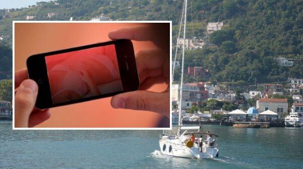 Ischia. Scambio di foto hard, minacce e intrighi: 40enne indagata per stalking