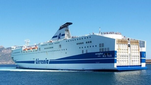Migranti devastano traghetto Tirrenia tra Cagliari e Napoli: incubo per i passeggeri