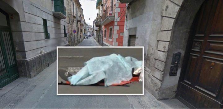 Tragedia a Giugliano, donna precipita dal balcone e muore