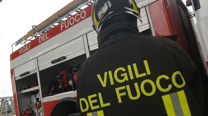 Napoli, tragedia sfiorata in cantiere: feriti due operai sotto lastra di marmo