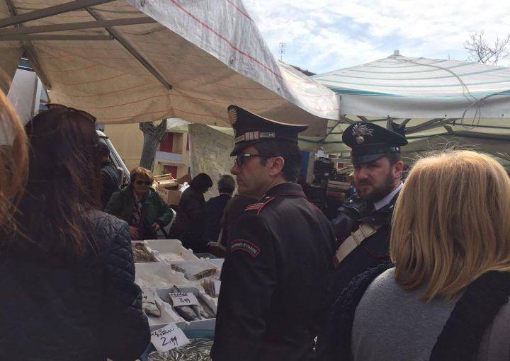 Giugliano, blitz dei Carabinieri al mercatino di via Pigna