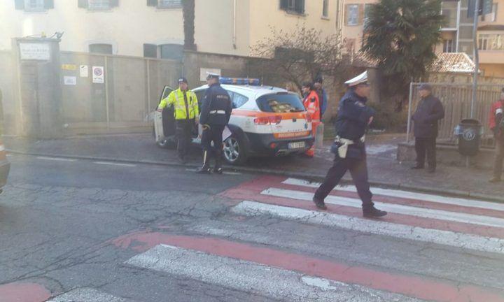 Quarto, vigile urbano travolto da una donna al volante