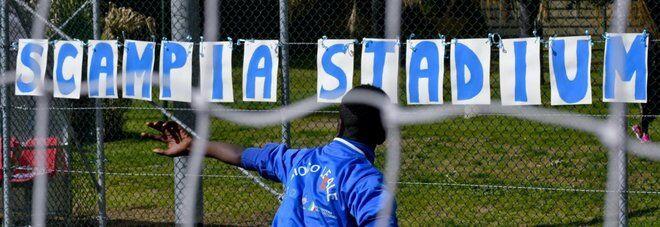 """Nasce lo """"Scampia Stadium"""", all'inaugurazione presente De Magistris"""