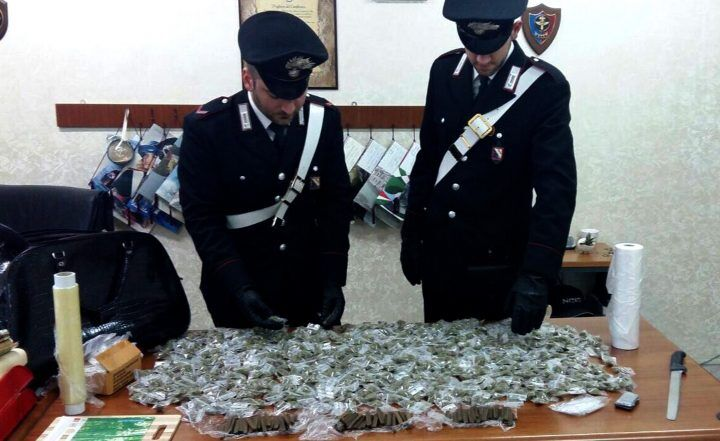 Casoria, scacco dei carabinieri allo spaccio di droga