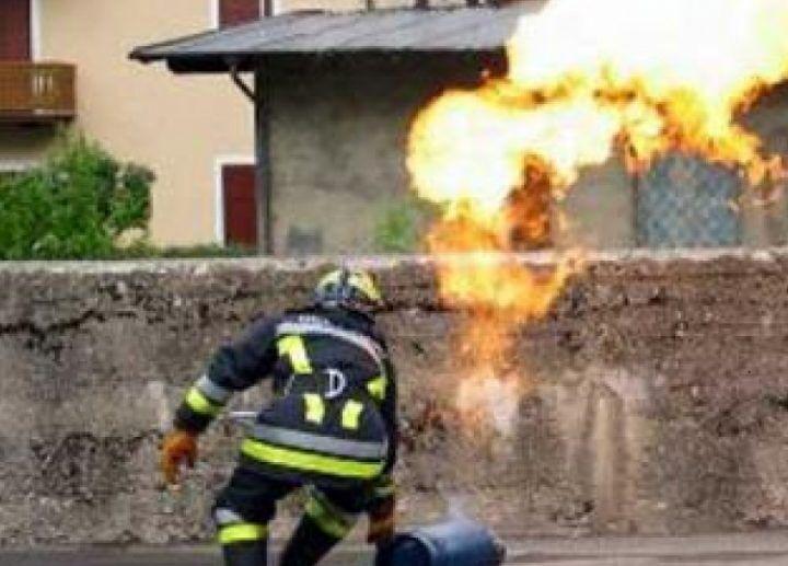 Espode bombola di gas in una palazzina, tragedia sfiorata a Napoli