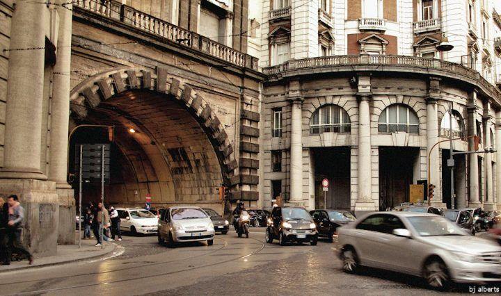 Napoli, nella Galleria Vittoria si rischia la strage. Un documento lo attesta