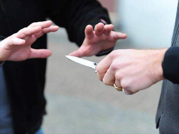 Assurdo, lite tra ventenni finisce a coltellate per una donna