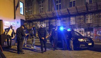 Napoli, festa delle donne finisce nel sangue. 15enne accoltellato