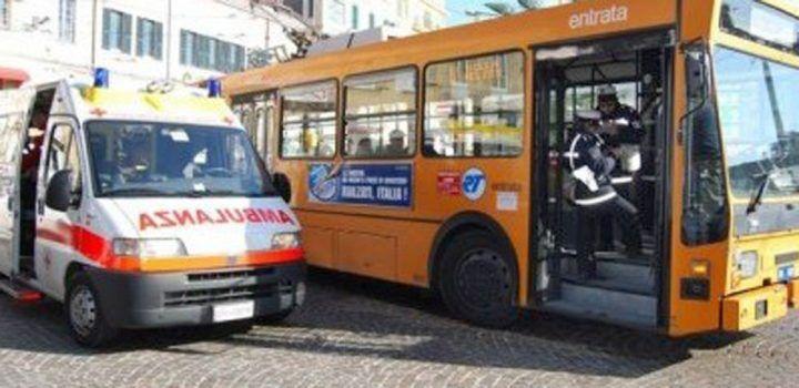 Tragedia in provincia, conducente di bus muore alla guida ma salva i passeggeri