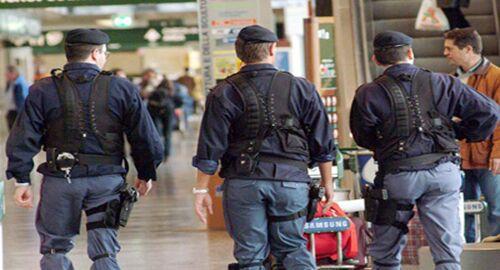 Da Parigi a Napoli con 70 ovuli di droga nell'addome, arrestato a Capodichino