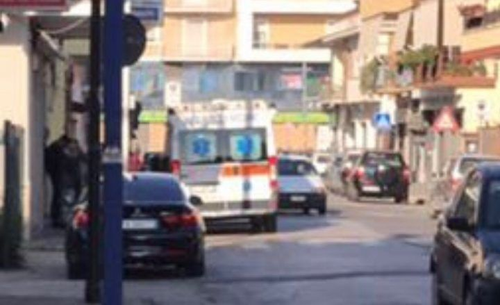 Investe studente a Giugliano in via di Vittorio, si costituisce pirata della strada