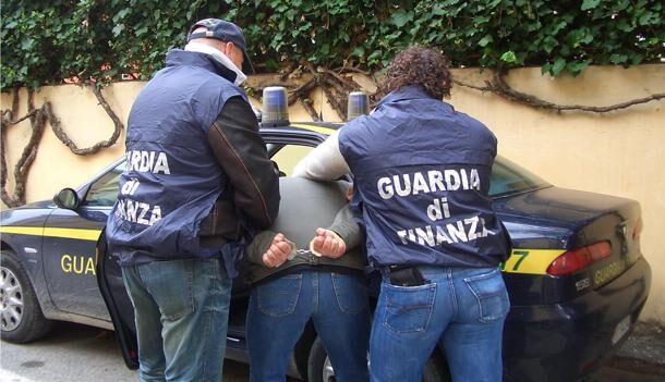 Marano, scoperto deposito di sigarette fuorilegge. Due arresti