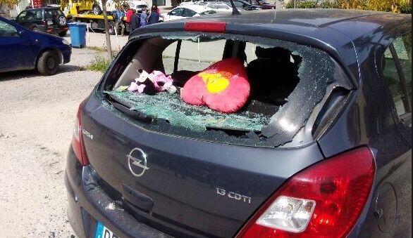 Caserta, vede la ex con un altro e scoppia di gelosia: distrutta l'auto del nuovo fidanzato