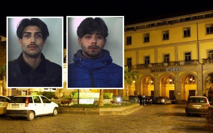 Aversa, sorpresi a spacciare in piazza Municipio. Due arresti