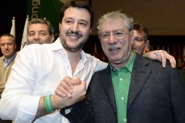 """Bossi contro Salvini: """" La Lega Nord nella città di Pulcinella"""""""
