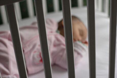 Neonato di 4 mesi trovato morto in culla