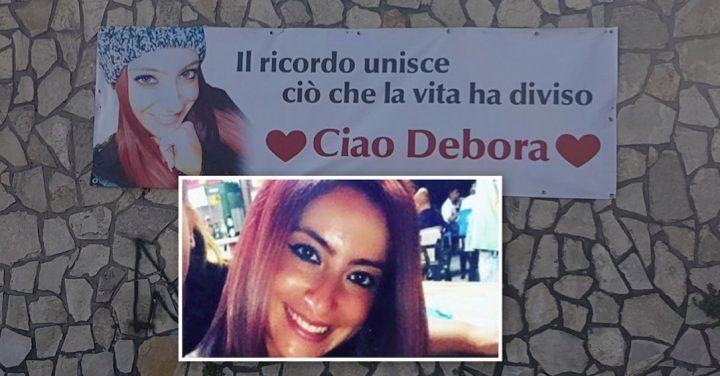 """I funerali di Debora Menale, sepolta nel cimitero con la mamma: """"Il ricordo ci unisce"""""""