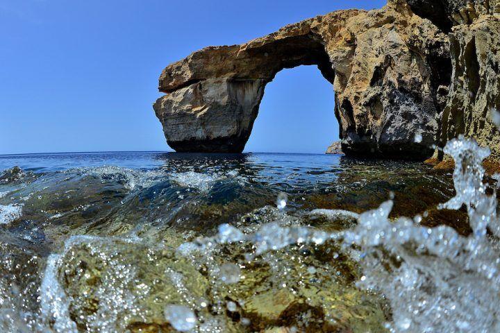 """Malta, crollata la """"finestra azzurra"""": abbattuta da un temporale"""