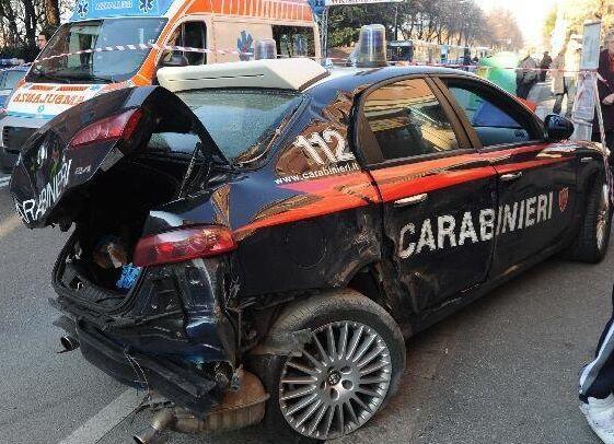 Incidente sulla circumvallazione nel Casertano: Punto contro auto carabinieri