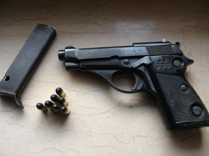 Casoria, incidente stradale: nascosta a bordo una pistola rubata