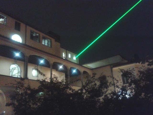 Napoli, usa laser per richiamare gli acquirenti: arrestato pusher