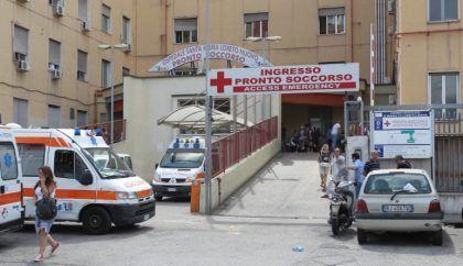 Ospedale Loreto Mare, paura per l'esplosione di una bomba carta