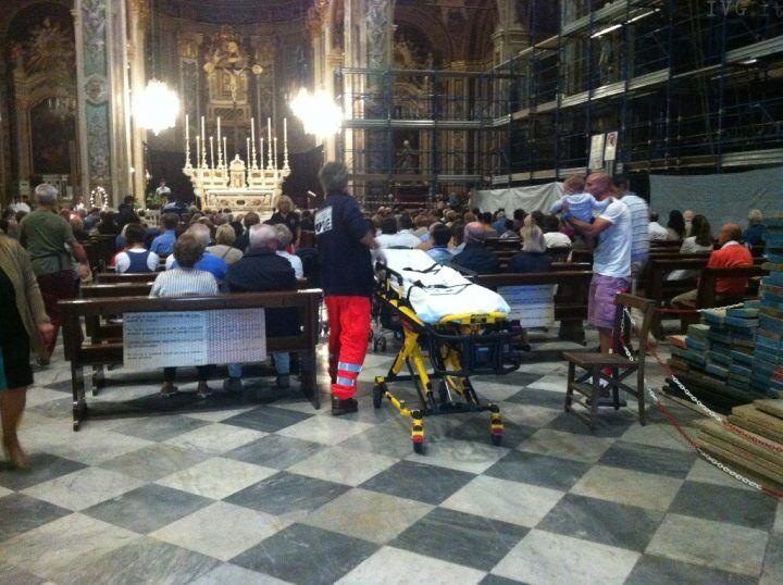 Tragedia a Marano, donna si accascia al suolo durante la messa e muore