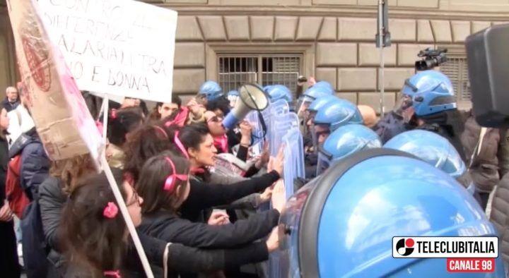"""Napoli. Scontri anti – Salvini: """"Manifestanti in galera, De Magistris è indegno"""""""