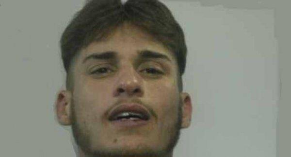 """Napoli. Arrestato rapinatore di smartphone, era il """"terrore degli studenti"""""""