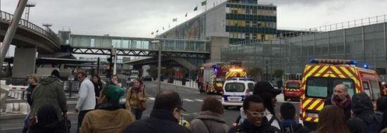 Orly, spari all'aeroporto: torna l'incubo attentati. Un morto. VIDEO