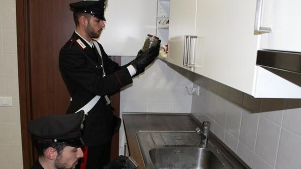 Bazar della droga a Villaricca con telecamere. Arrestato 42enne