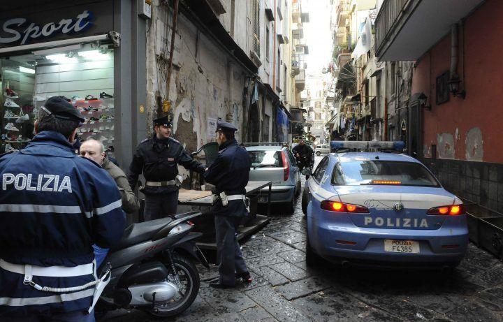 Napoli, rapinò una ragazzina del suo cellulare. Arrestato 28enne transessuale
