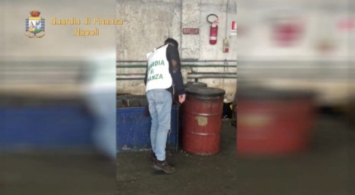 Napoli, sequestrate a Ponticelli 33 tonnellate di fusti tossici