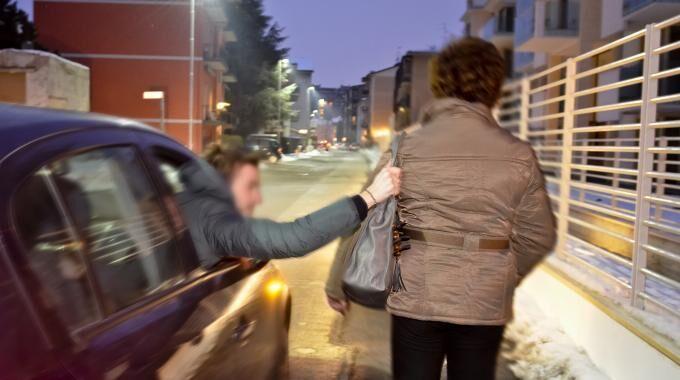 Caserta, scippa una donna e scappa: arrestato 39nne